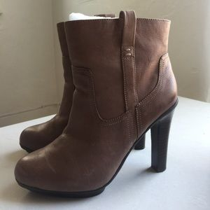Worn once! Kenneth Cole Reaction boots Size 7