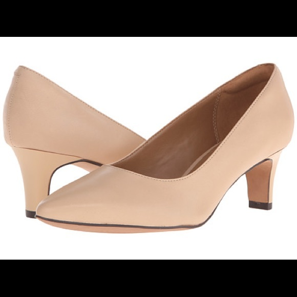36558019920 Clarks Shoes - Clarks Nude Pumps