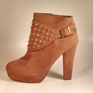 Shoes - 🆕 CAMEL CHUNKY HEEL BOOTIES