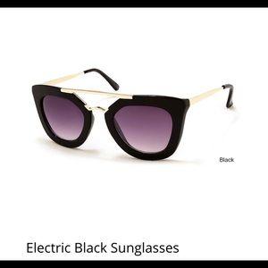 Accessories - Electric black sunglasses