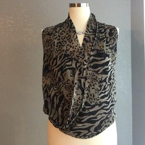 Minx USA animal print sheet top sz M