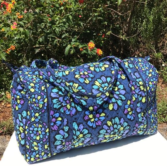 5b7ecf097809 Vera Bradley Indigo Pop Blue Large Duffel Bag. M 5988b1dff09282edc70c81cd