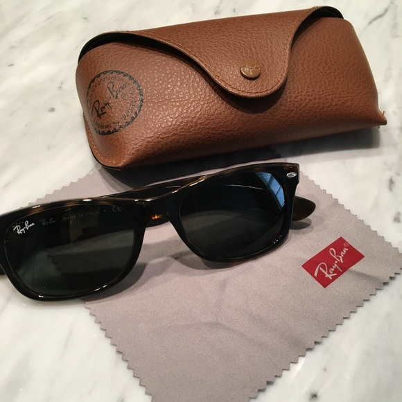 37b9e86d45 ☀️Ray Ban New Wayfarer Sunglasses Tortoise w  Case