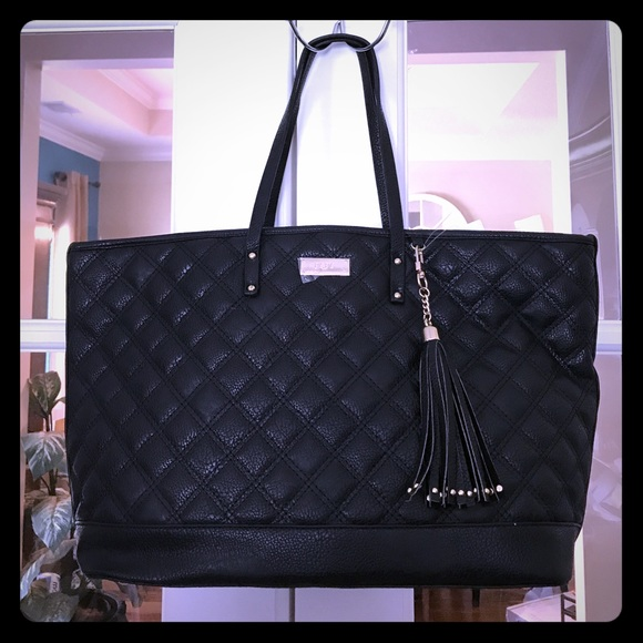 BCBG Handbags - 🆕 BCBG Black Quilted Tote with Detachable Tassel