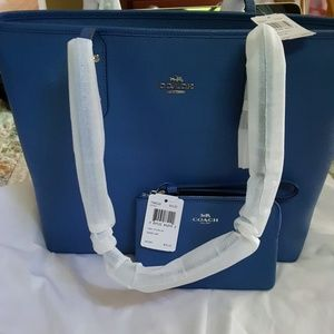 BNWT lapis coach tote and wristlet no defects