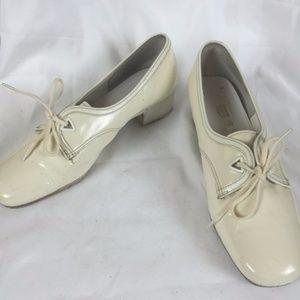 Vintage 60s low heeled oxfords
