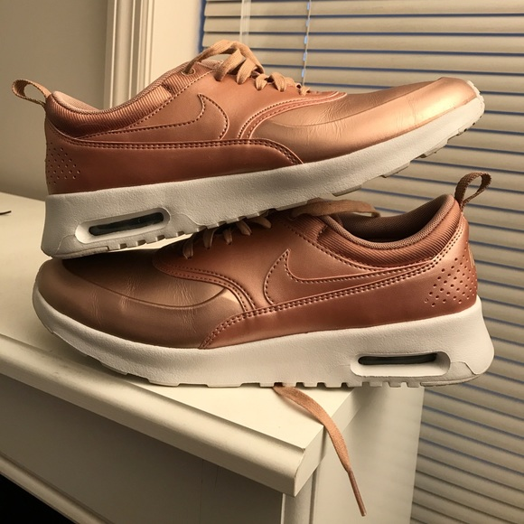 official photos 32809 4600b Nike Air Max Thea SE Metallic- Rose Gold Size 10. M 598a539cbcd4a78ba512fa09
