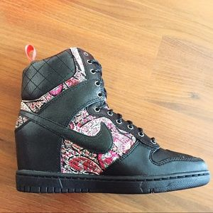 Zapatos Nike Mujeres Libertad Sky Hi Zapatillaboot Libertad Mujeres 75 Poshmark 8b2041