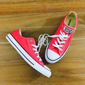 • NWOT Classic Converse Low Top in Pink •