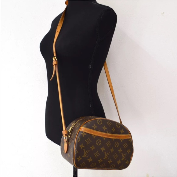 7f07528fe055 Louis Vuitton Handbags - Authentic Louis Vuitton Blois Crossbody Bag