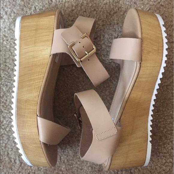 abdd1b48a5c Steve Madden Nylee platform sandal. M 598b41522ba50af5d115ed17