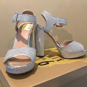 NIB, sassy silver heels!