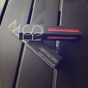 NARS Powermatte Lip Pigment in WARM LEATHERETTE.