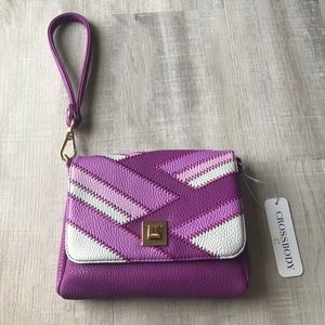 Crossbody/wristlet purse