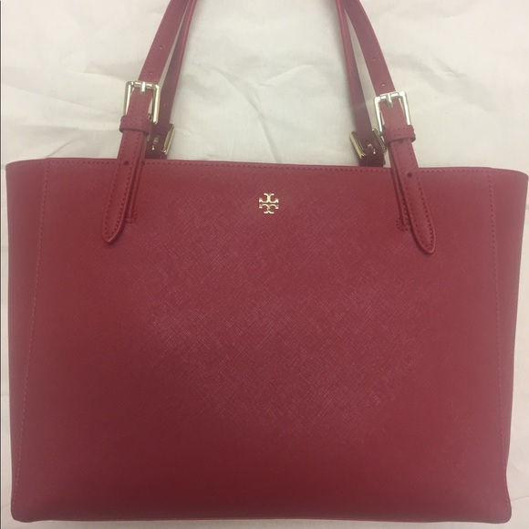 4b5bc91eac0d Tory Burch York Small Buckle Tote. M 598b74e7522b454ded16afd1