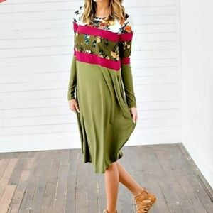 Dresses & Skirts - Rebecca Olive/Floral Color Block Dress