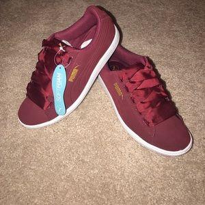Puma Shoes - Women s Puma Vikky Ribbon size 7 43ab5abee