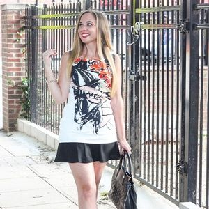 Dresses & Skirts - Graphic Floral Dress