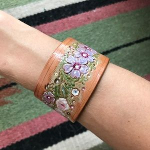 Jewelry - Beautiful Floral Leather Bracelet