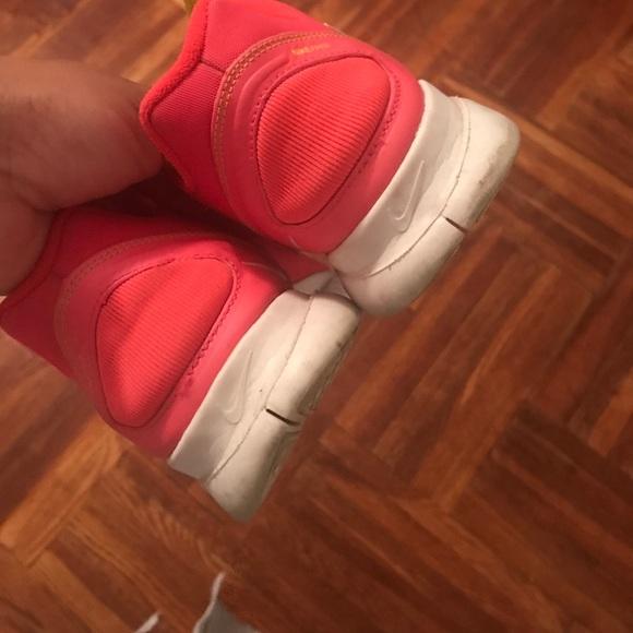 Nike Shoes - Nike Free Fit 2