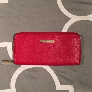 Michael Kors zip around leather wallet ❤️
