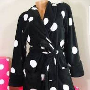 Victoria's secret PLUSH  BLACK DOTS ROBE NWT