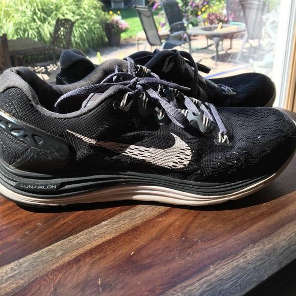 cc25ffacd57f 75% off Nike Shoes - Nike Lunarlon Dynamic Support Training Sneakers from  Juliette s closet on Poshmark. Nike KD VI Elite Gold