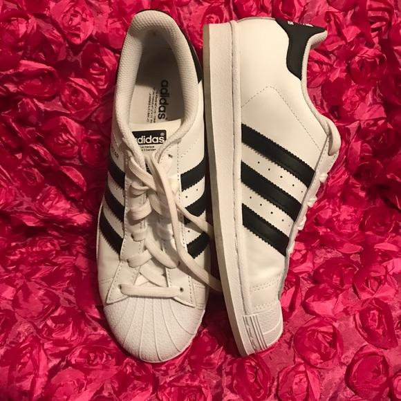 le adidas superstar bianco nero poshmark scarpe