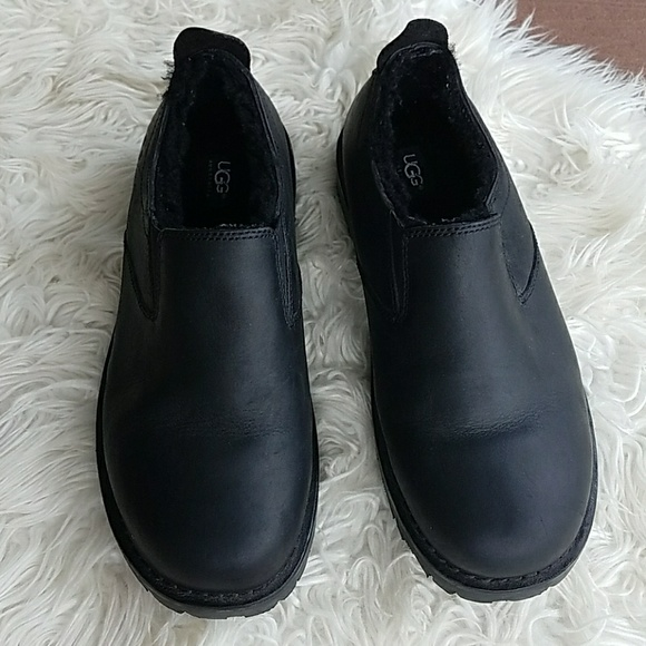 MENS UGG Black Leather Slip On Boot Shoes f8004f