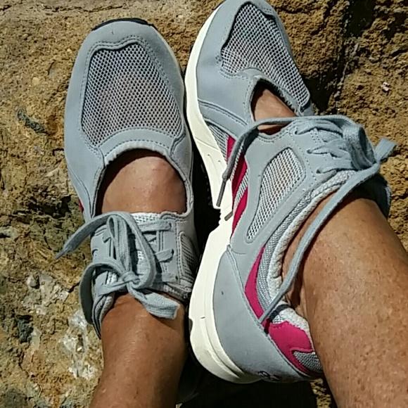Adidas zapatos zapatos de malla abierta poshmark