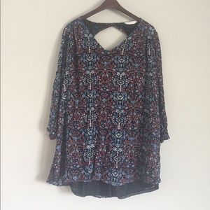 beautiful flowy LUSH top size L