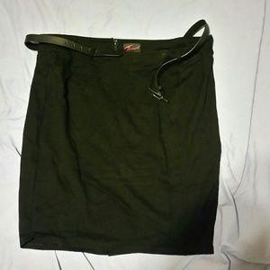 Torrid size 24 stretch black pencil skirt w/ belt