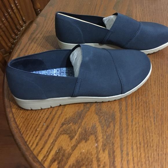fe66cf76983c4 Women s Size 10 WD YUU Bevel Slip On Shoes