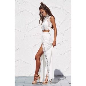 Dresses & Skirts - New S 3 piece set high-slit skirt + lace top + bra
