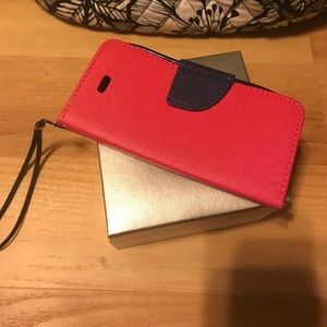 Accessories - iphone 5 wristlet case with card and cash holders