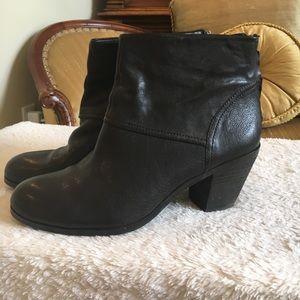 6ec6fcbf38337 Sam Edelman Shoes - 👢BOOT SALE👢 Sam Edelman Larkin leather boots
