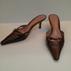 Ann Taylor Shoes - Beautiful ladylike kitten heels!
