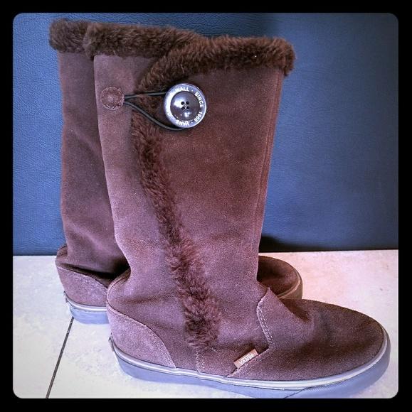 b49441b554 Vans boots US 7.5 Phoebe Espresso Brown Suede fur