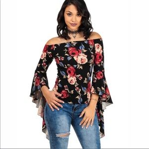 Tops - 5⭐️rated‼️Beautiful floral bell sleeves top