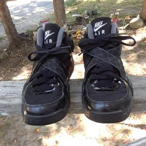 Nike Air Raid Boy's Shoe's size 5.5y