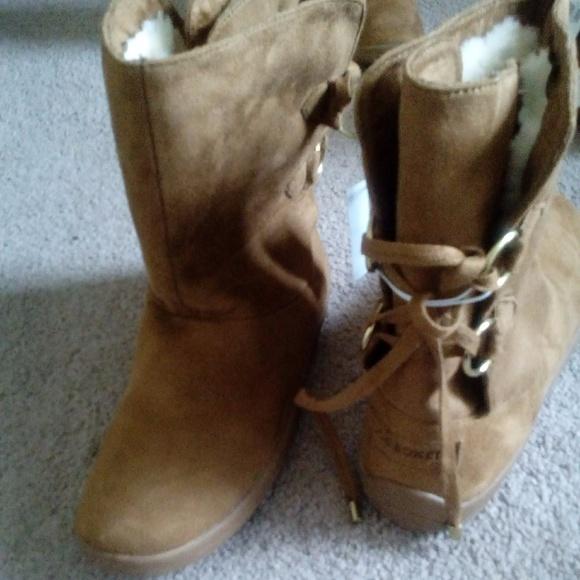 1c4d961e7ca6 NWT Boxer Women s Edna Casual Fashion Boot Camel