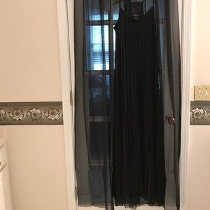 Dresses & Skirts - Long black effortless maxi dress