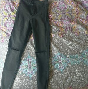 High rise black jeans with knee cut