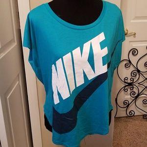 Nike Top Women's Medium NEW