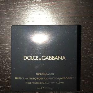 Dolce & Gabbana perfect matte powder foundation!