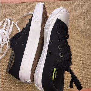 uk availability f56bb 956c8 Converse Shoes - NWT Converse Chuck Taylor 2 Size 5