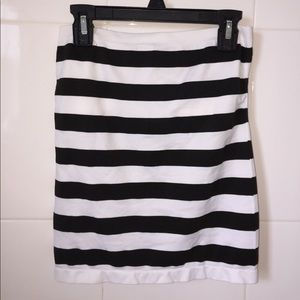 Tops - Black and white striped tube top built-in bra