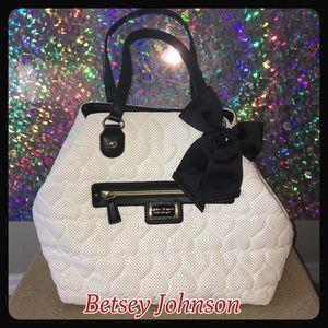 NWOT Betsey Johnson Be Mine Quilted Heart Handbag