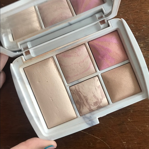 Hourglass Cosmetics Other - Hourglass Cosmetics Ambient Lighting Palette - LE
