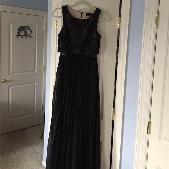 Bloomingdales Dresses Black Evening Gown With Lace Detailing